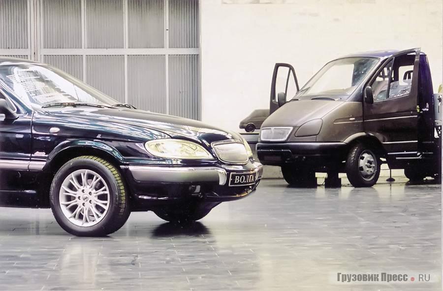 Художественно-конструкторское бюро ГАЗа в 1997 г. Рядом с легковым полноприводным ГАЗ-3104, так и не пошедшим в производство, макетная проработка рестайлинговой «ГАЗели». В качестве основы использована серийная кабина