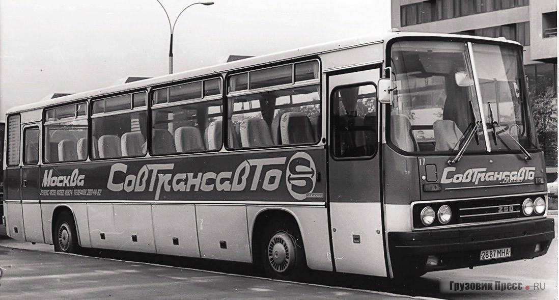 Ikarus 250.58 – с двумя дверьми для входа в салон, причём передняя слайдерного  типа с электропневмоприводом
