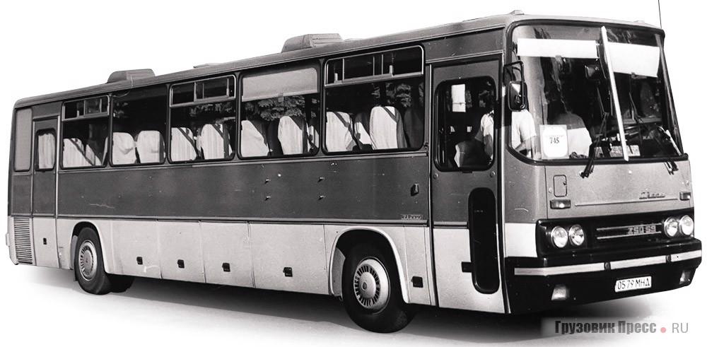 Ikarus 250.59 с двумя автоматическими дверьми, ведущими в салон