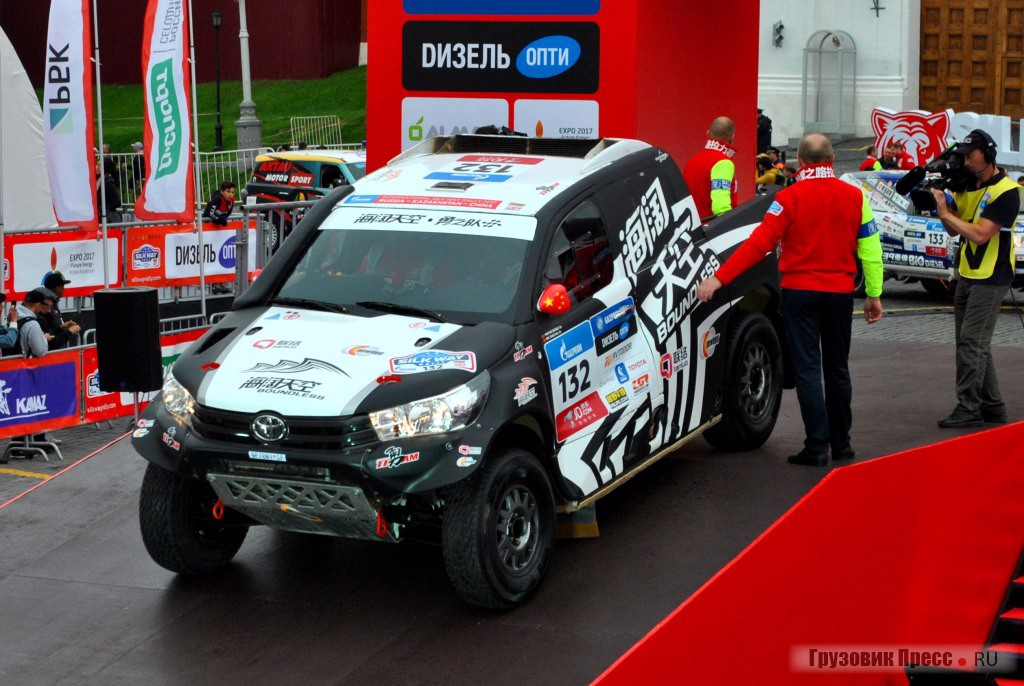 TOYOTA Hilux команды BOUNDLESS YONG TEAM