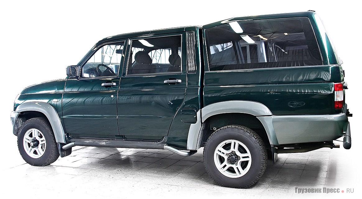 Предсерийный экземпляр пикапа УАЗ-23632 с двухрядной кабиной. В серию машина пошла совсем недавно, но уже без застекленного верха грузовой платформы, хотя именно в таком варианте она привлекает наибольшее внимание потенциальных потребителей.
