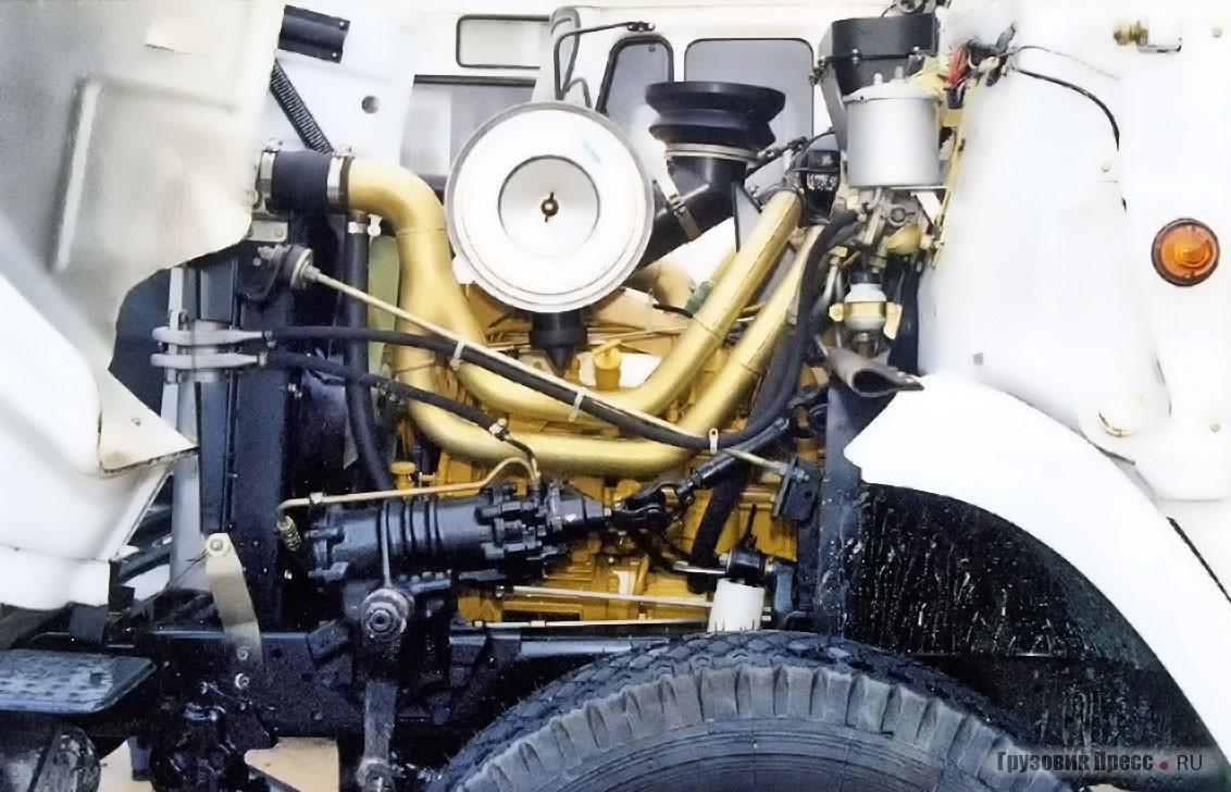 Седельный тягач ЗИЛ-4423 с мотором Cat 3116 и удлинённой кабиной со спальным местом