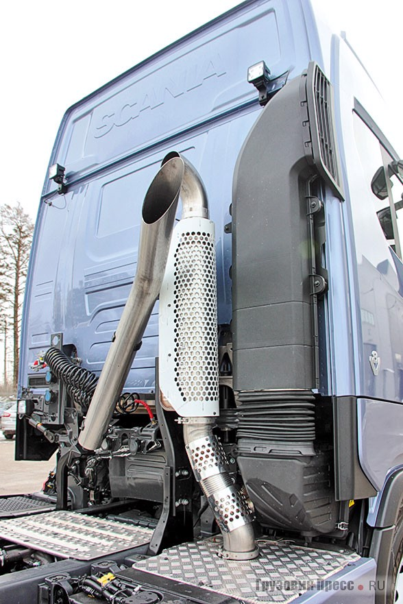 У нового тягача две насадки глушителя – транспортировочная идля эксплуатации