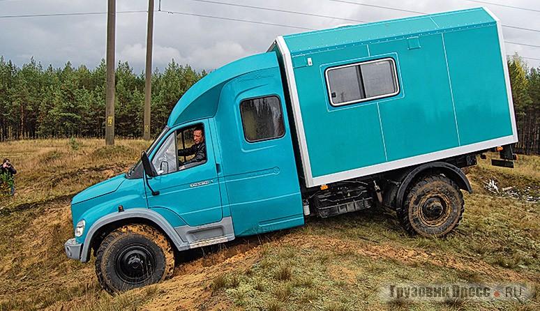 Несмотря на удлинённую колёсную базу у машины великолепная геометрическая проходимость, позволяющая преодолевать песчаные холмы