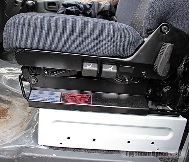 Водительское сиденье теперь со множеством регулировок, отчасти это компенсирует ситуацию с рулевой колонкой