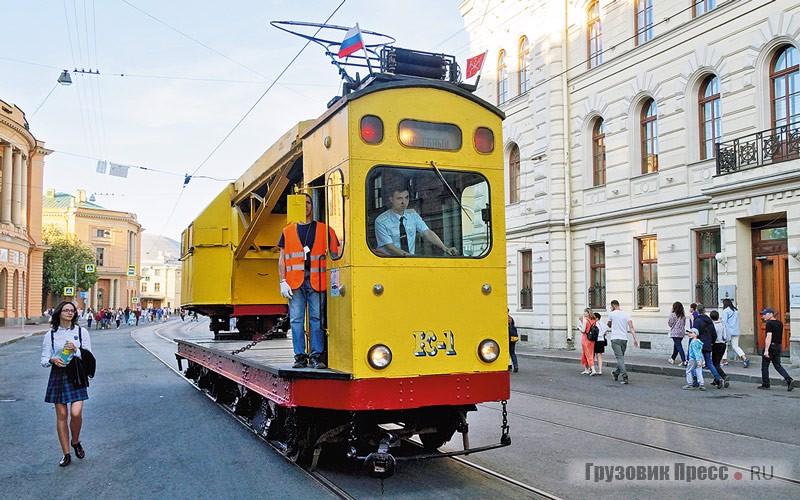 [b]К-1 1927.[/b] Самоходный трамвай-кран К-1 постройки завода «Красный путиловец»– старейший ходовой трамвай в Санкт-Петербурге. За свою долгую жизнь он пережил три глобальных перестройки, при которых обновлялись как крановая установка, таки кабина водителя. По прямому назначению вагон работал вплоть до2012года– 85 лет (!)