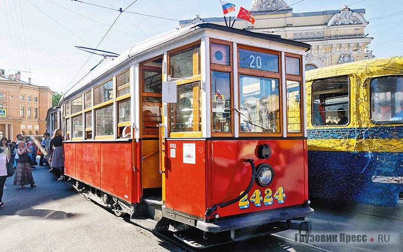 [b]МС-4 (1932 г.) + МСП (1931 г.).[/b] Трамвайный поезд МС-4 (моторный стальной, 4 модификация) и МСП (моторный стальной прицепной) выпускал завод «Красный путиловец» (ныне Кировский завод). Впервые в отечественном трамваестроении на МС применялся стальной кузов с несущей рамой и боковыми стенками. Выпуск МС шёл до 1933 года, а эксплуатация в Ленинграде завершилась в 1968 году