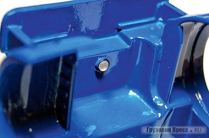 Осветительный плафон на днище кабины