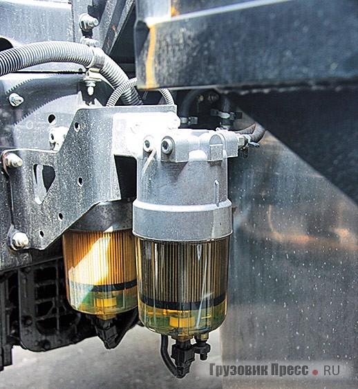 Систему питания Common Rail вроссийском исполнении машины защищают два топливных фильтра с подогревом иотстойниками воды