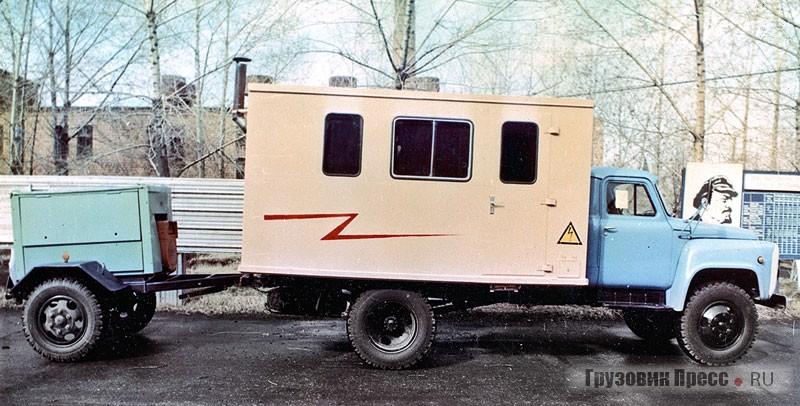 Первый опытный образец мастерской 17102 (ТЭ-II-4,5) уздания заводоуправления. 1988 г.