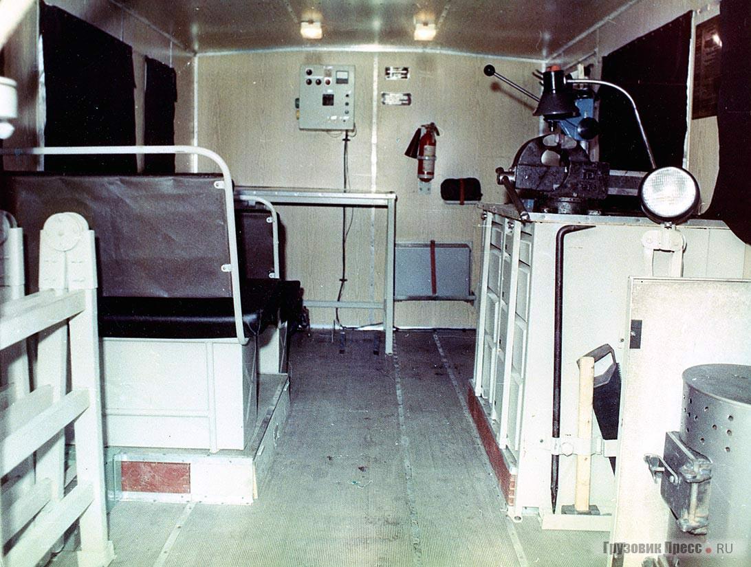 Салон передвижной мастерской 17102 (ТЭ-II-4,5) для перевозки ремонтной бригады