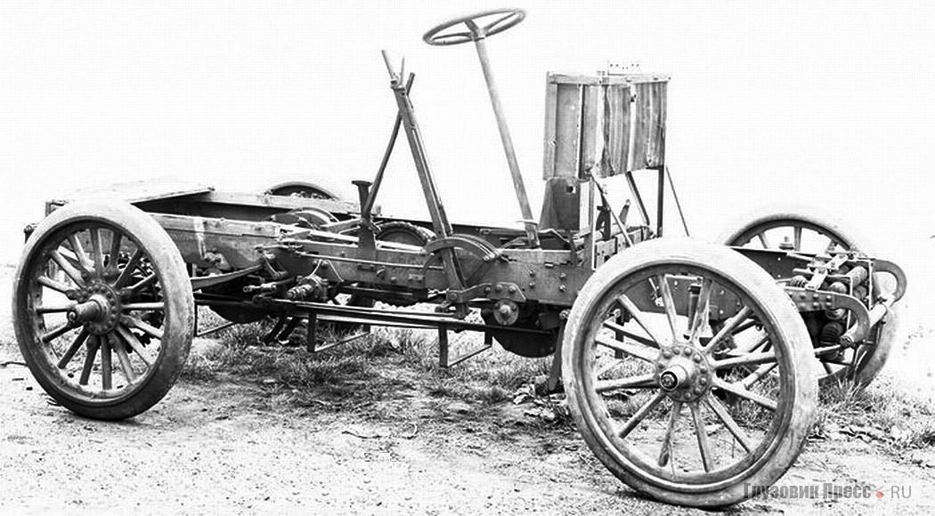 Graue Katze – первое шасси конструкции Бюссинга, на снимке ещё без двигателя. 1902 г.