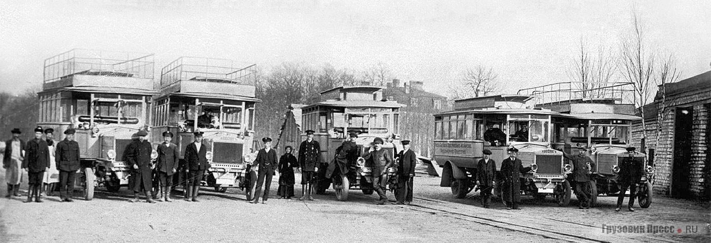 Пять автобусов Büssing Typ V возили рабочих на Русско-Балтийский судостроительный и механический заводы. Ревель. 1915 г.