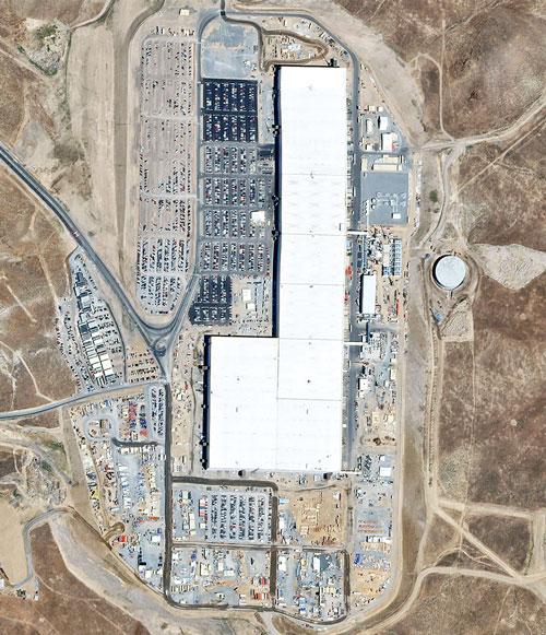 Завод Tesla Gigafactory 1, выпускающий аккумуляторы в индустриальном кластере Тахо-Рино (Невада)