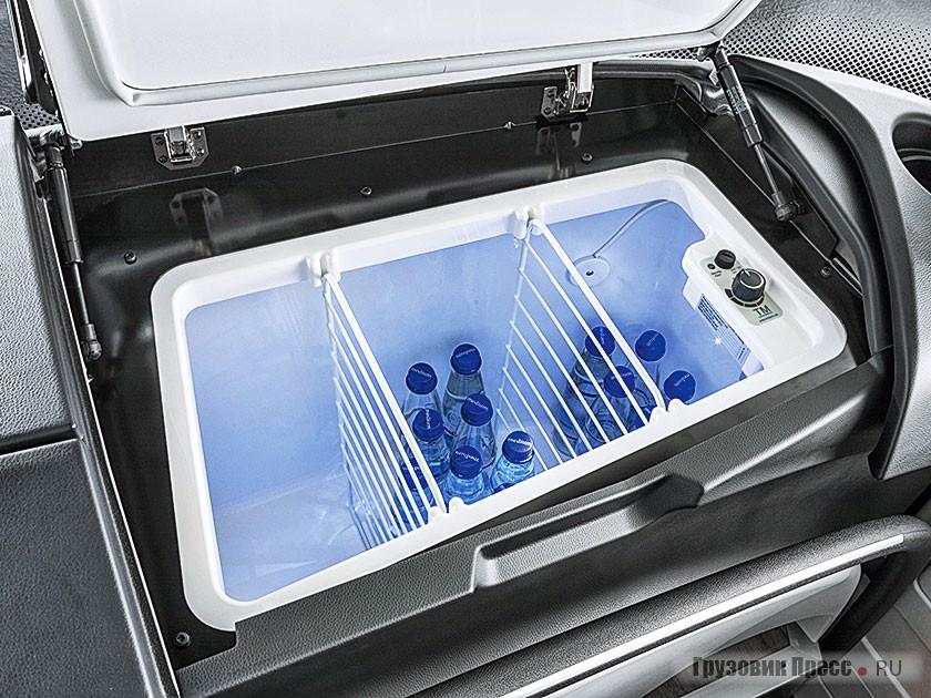 Холодильный бокс в передней панели для хранения напитков