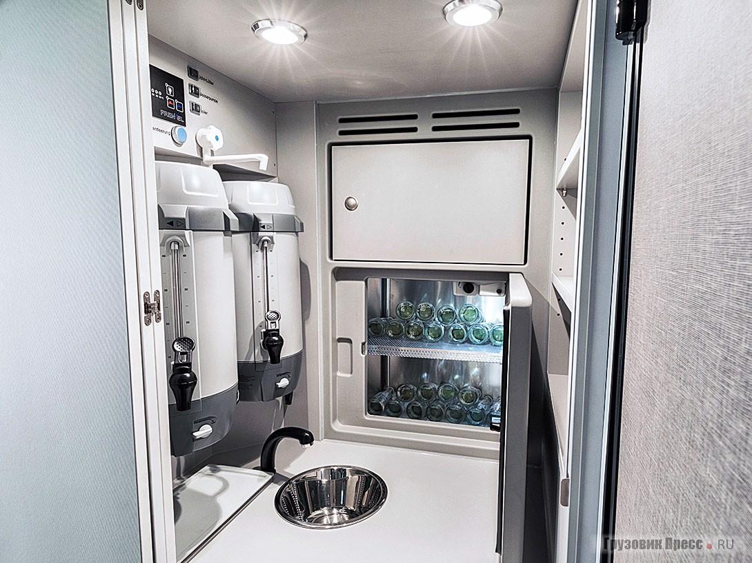 Кухонный блок с двумя кофемашинами