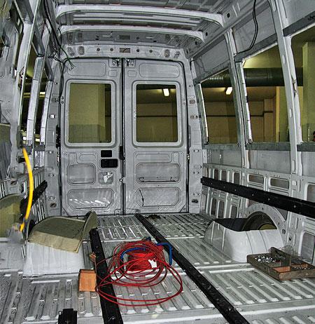 Кузовостроители активно используют технологии вклеивания стёкол при переоборудовании фургонов в пассажирские транспортные средства