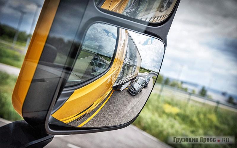 Система контроля слепых зон автопоезда позволяет избежать развития негативной ситуации, спровоцированной как водителем большегруза, так и легкового автомобиля – отличная и полезная опция!