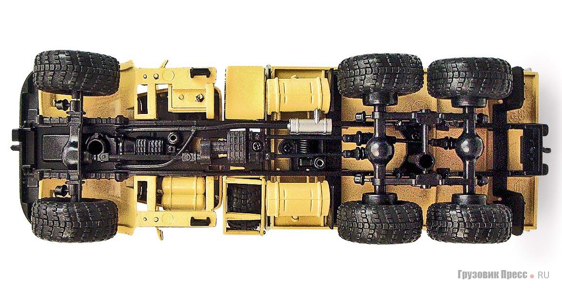 На боковинах шин виден рельеф, который не смогли воспроизвести на моделях из-за технологических ограничений