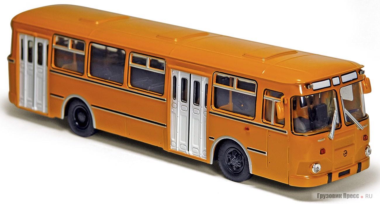 Модель ЛиАЗ-677М (производство «Советского автобуса»)
