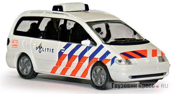 Копия [b]Ford Galaxy[/b] полиции Нидерландов в М1:87 изготовлена немецкой фирмой Rietze Automodelle (#50750)