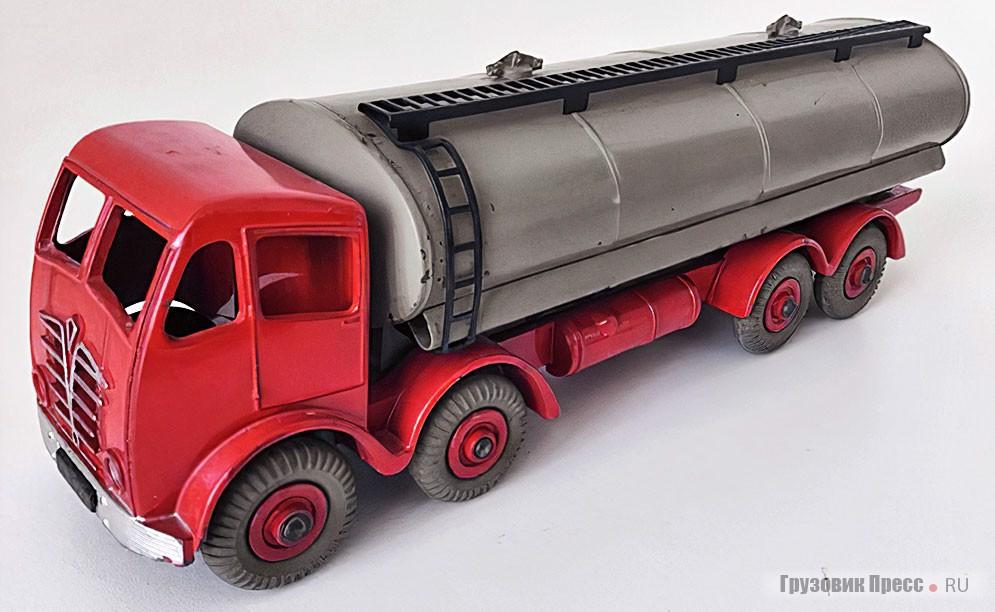 14-тонный танкер Foden FG (номер в каталоге 904)