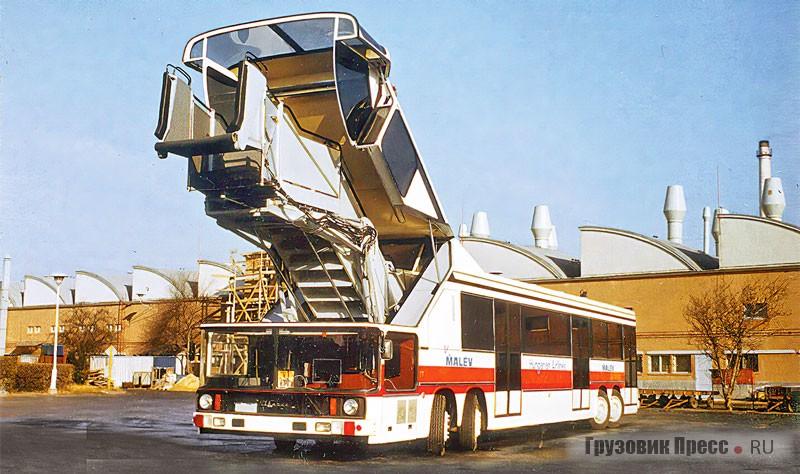 Трансформируемый трап был встроен в переднюю часть «Икаруса» 692-й модели