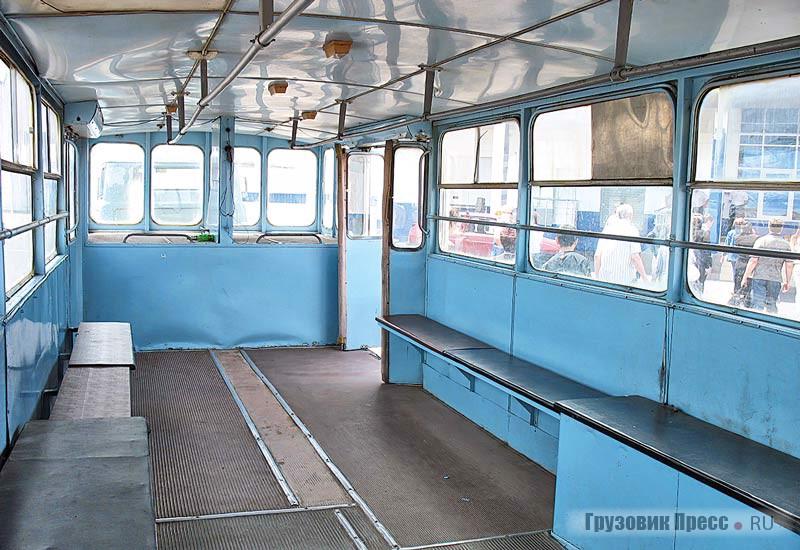 Пассажирский салон полуприцепа АППА-4