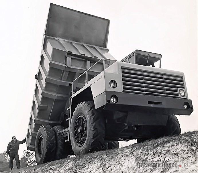 Неудачное решение оперения БелАЗ-540 из-за неправильной окраски. 1965 г.