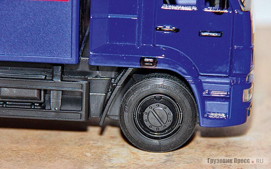 Фургон на шасси КАМАЗ-65117 заслужил хорошие шины, поэтому я установил на его рулевую ось премиальный Continental HDR второго поколения размерностью 315/70R22,5