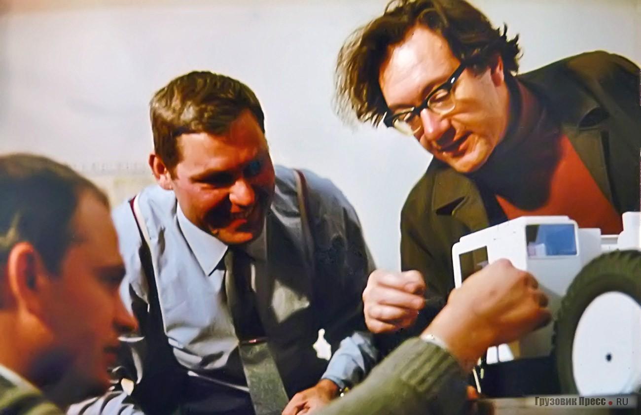 Авторская группа разработчиков дизайн-проектов ВНИИТЭ (слева направо): конструктор В.Б. Питерский, модельщик Б.П. Резанов, дизайнер В.С. Кобылинский