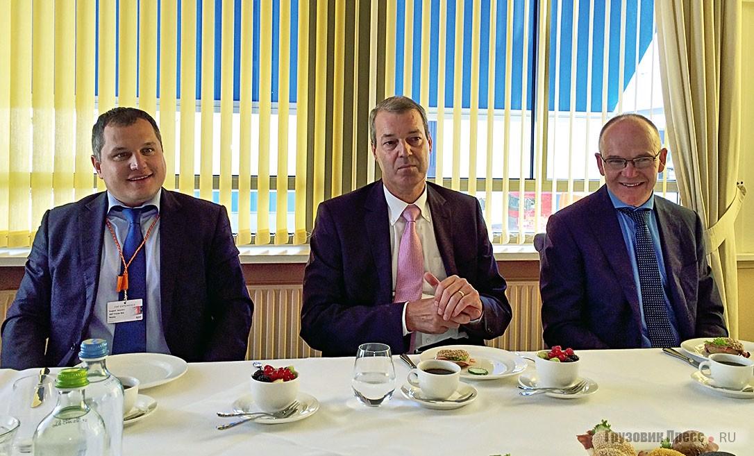 На встрече с Гарри Шипперсом (в центре) – президентом компании DAF Trucks N. V.