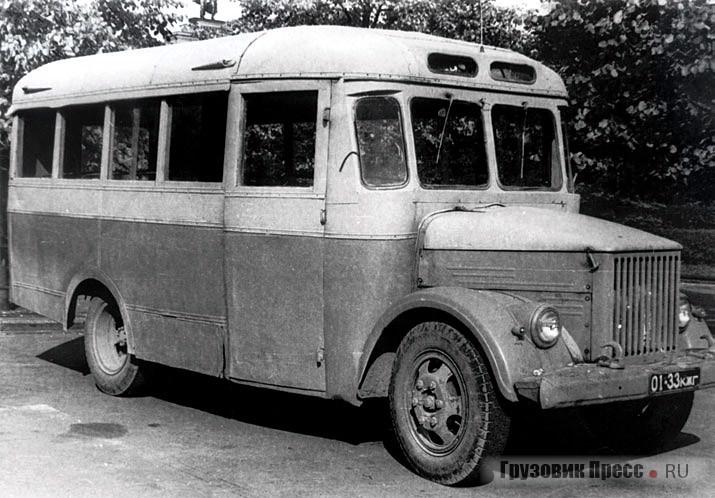 АП-19 поздних выпусков отличались округлой формой задних углов крыши и пассажирскими сиденьями с набивкой из губчатой резины вместо пружинных «матрацев»