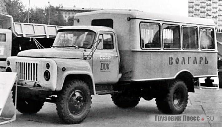 1988 г. Вахтовый автобус «Волгарь-3966» на смотре строительной техники на ВДНХ. Машина стояла на выставке полгода, поэтому щёкинцы сняли с нее дефицитные фары, зеркала и «дворники», но по просьбе администрации не тронули аккумулятор. Когда пришла пора забирать автобус, батареи под капотом уже не было
