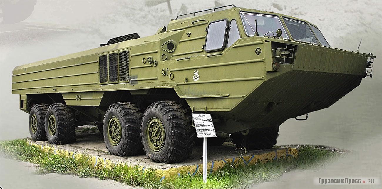 БАЗ-6944 – плавающее шасси для ракетного комплекса «Ока». В войска эти машины поступили в середине 1980-х годов, но вскоре были ликвидированы по договору о разоружении ОСВ-1. Теперь такие машины можно встретить лишь в музеях