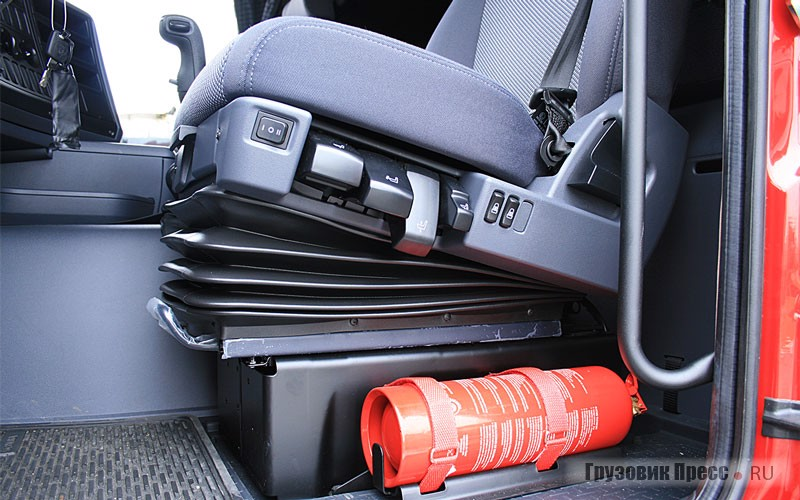 Водительское кресло снабжено регулировками на любой запрос