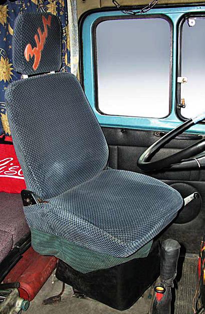 Водительское сиденье сделано поворотным