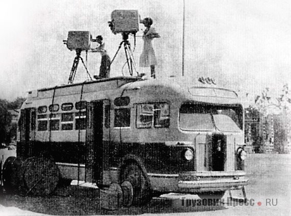 Первый образец ПТС-52 (одномашинный вариант) был поставлен в Киев