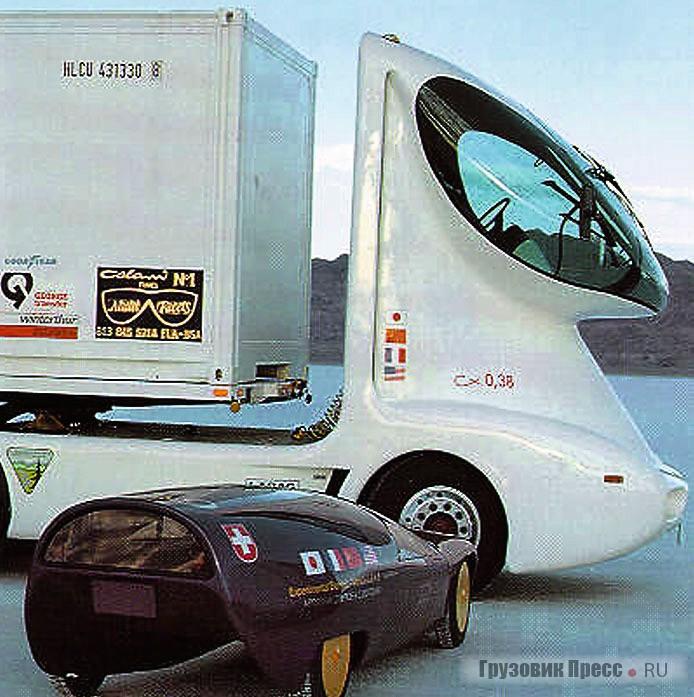 Первоначальный вариант того же грузовика. Фото сделано на соленом озере Бонневиль в США во время демонстрационного пробега в 1981 г.