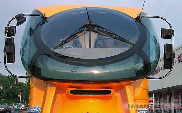 Фирменная черта всех аэрогрузовиков Колани – роторный стеклоочиститель собственной конструкции с тремя щетками, закрепленный на внутреннем пилоне