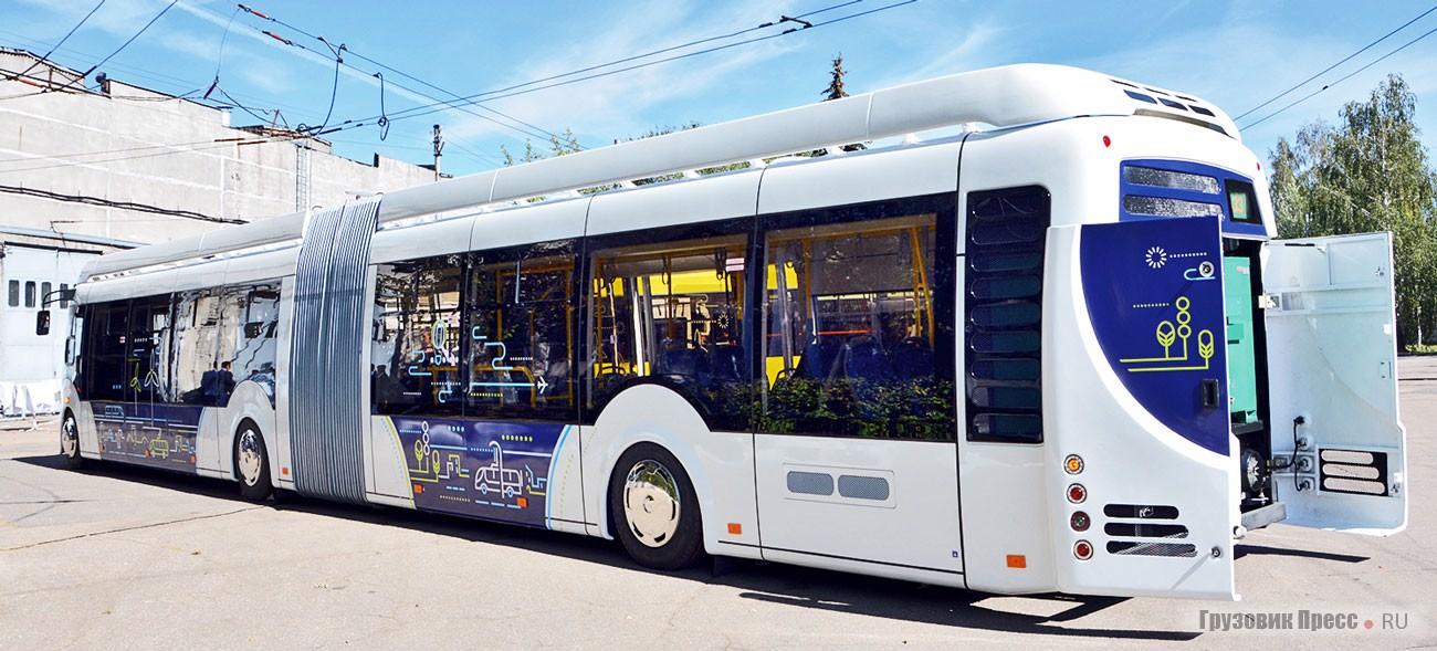 Самая яркая и самая фантастическая модель показа – сочленённый электробус E433 Vitovt Max Electro. Поверить в то, что это предсерийный образец, сложно, и тем не менее это именно так