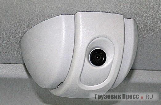 Око видеокамеры для контроля заполняемости и соблюдения пассажирами законов шариата на втором этаже