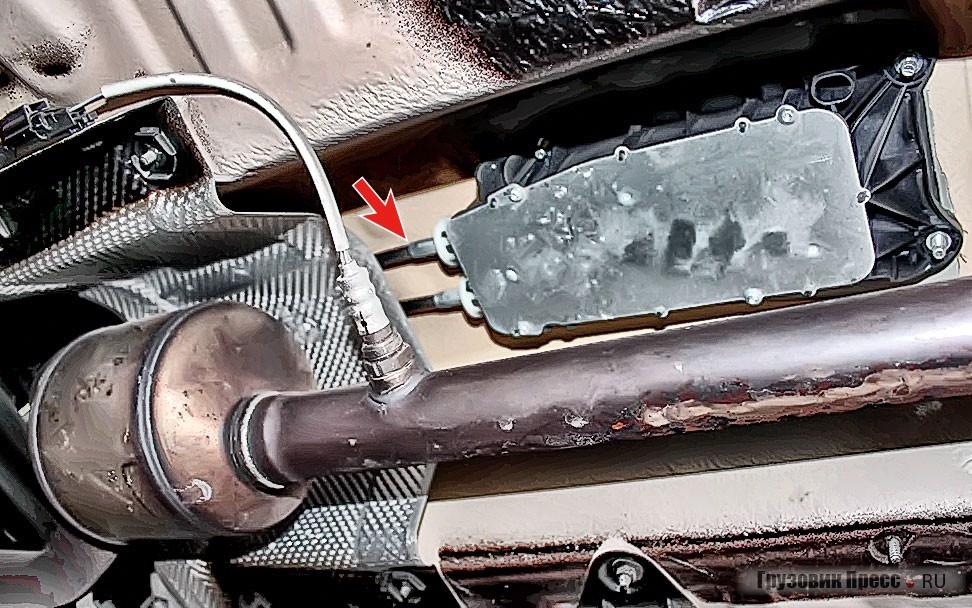 Тросовый привод механизма переключения передач сделан аккуратно и герметично, но со временем неизбежно потребует регулировки