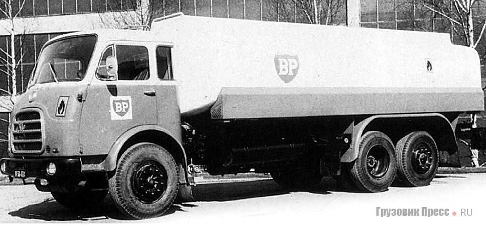 Трехосное шасси Steyr 770 с цистерной